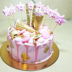 Торт с золотым рожком