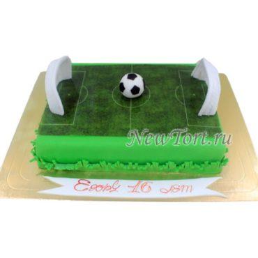 Торт с мячом на футбольном поле