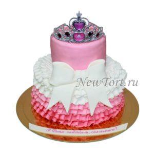 Торт с короной и рюшками №1