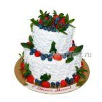 Большой торт с ягодами без мастики