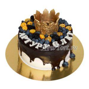 Торт корона и ягоды