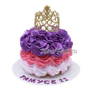 Корона на ярком торте