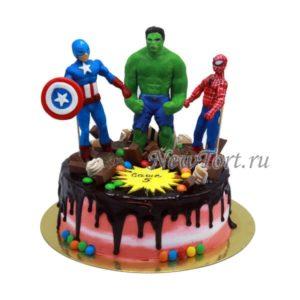 Торт конфетный с супергероями