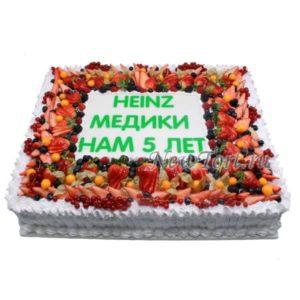 Корпоративный торт без мастики с ягодами