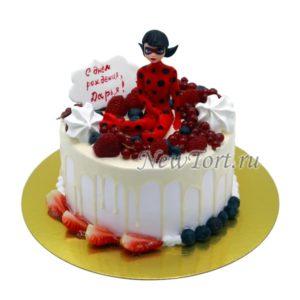 Торт Леди Баг с ягодами