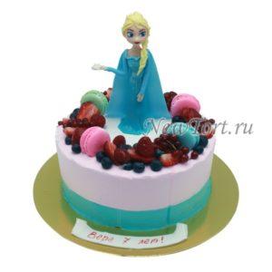 Торт с Эльзой и ягодами
