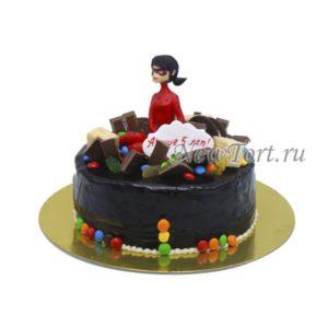 Торт Леди Баг со сладостями