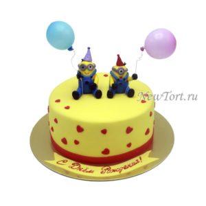 Торт Миньоны и сердечки