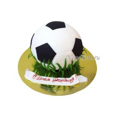 Торт футбольный мяч на газоне