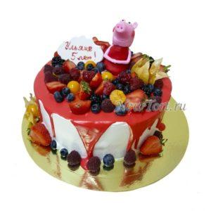 Торт свинка Пеппа с ягодами