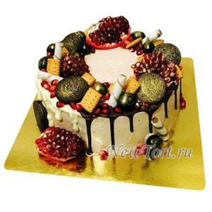 Новогодний торт с конфетами