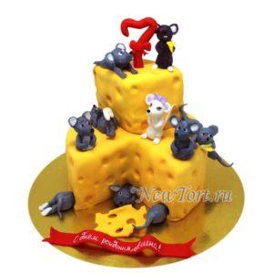 Большой торт мышки и сыр