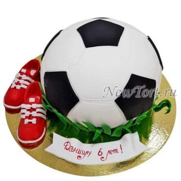 Торт футбольный мяч с бутсами