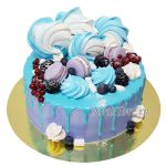 Торт безе и ягоды