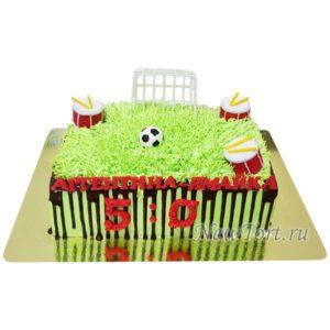 Торт футбольное поле с барабанами
