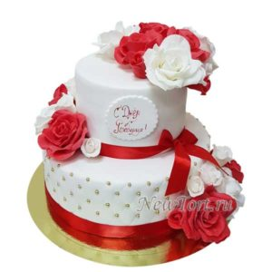 Торт красные и белые розы