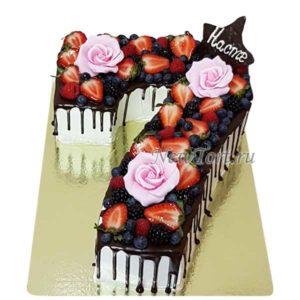 Торт цифра 7 с ягодами