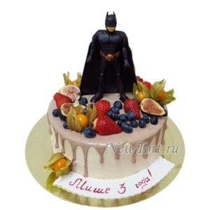 Торт Бэтмен и ягоды