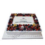 Большой корпоративный торт с ягодами