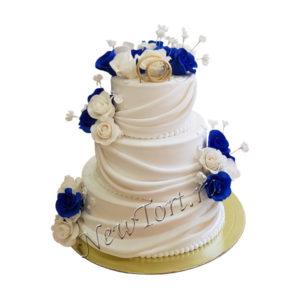Торт на свадьбу с синими и белыми розами