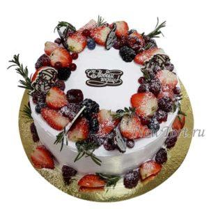 Торт ягодный со снеговиками