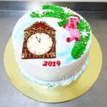 Новогодний торт c часами и свинкой