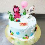 Новогодний торт со снеговиком и ежиком