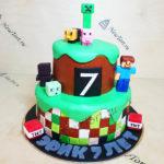 Большой торт с майнкрафтом
