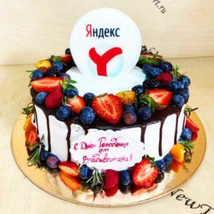 Круглый корпоративный торт с ягодами